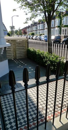 wrought iron rail and gate yellow stock brick wall victorian mosaic yorkstone pimlico london Victorian Front Garden, Victorian Terrace House, Victorian Tiles, Terrace House Exterior, York Stone, Small Front Gardens, Planting Shrubs, Wrought Iron Fences, London Garden