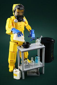 Lego Model : Cooking up a chemically pure Breaking Bad scene with LEGO Lego Engineering, Lego Robot, Lego Moc, Micro Lego, Lego Pictures, Amazing Lego Creations, Lego Craft, Lego Design, Lego News