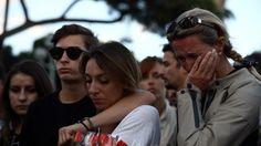 Mientras este viernes, se multiplicaban los homenajes a las víctimas en...