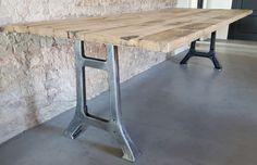 Industriële tafel met oude gietijzeren poten