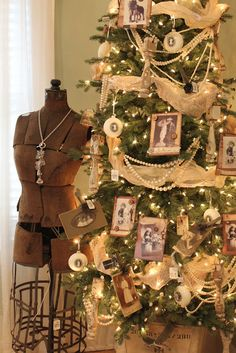 Itsy Bits and Pieces: More From the 2011 Bachmans Holiday Ideas House...
