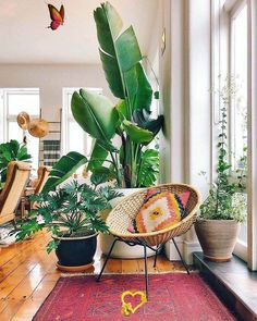 Boho Home Decor: 11 Tips That Show You How To Pull It Off | Posh Pennies Find out how you can create a gorgeous boho inspired interior this fall with these decor tips!<br> A great guide that will show you how to add boho decor in your home. If you love the eclectic vibes of bohemian homes, then this article is for you! Boho Home, Bohemian House, Bohemian Decor, Bohemian Studio, Bohemian Style, Bohemian Living, Boho Chic, Teenage Room Decor, Couple Room