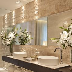 No photo description available. Bathroom Design Luxury, Luxury Interior Design, Interior Design Living Room, Modern Bathroom, Master Bathroom, Decoration, Home, Facebook, Instagram