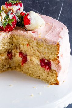 This Strawberry Lemon Layer Cake marries together a lemon cake, lemon curd filling, fresh strawberries and jam buttercream to make one seriously delicious layer cake! Real Food Recipes, Dessert Recipes, Lemon Layer Cakes, Lemon Curd Filling, Smooth Cake, Strawberry Buttercream, Quick Easy Desserts, Thing 1, Homemade Cake Recipes
