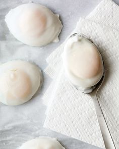 Easy Poached Eggs--Poaching is a simple way to transform the humble egg into a luxurious treat. Once you get this technique down pat, you can enjoy poached eggs for an easy breakfast, a satisfying lunch, or a light dinner. Breakfast And Brunch, Breakfast Dishes, Breakfast Recipes, Breakfast Ideas, Health Breakfast, Egg Recipes, Cooking Recipes, Cooking Tips, Quick Recipes