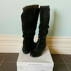 Steve Madden Boots Knee high leather, scrunchy boots. Super comfy! Can be worn with skinny jeans, leggings, dresses, etc. Gently used, worn only a handful of times. Steve Madden Shoes Heeled Boots