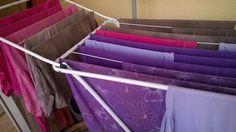 Pinkkejä, violetteja ja ruskeita värjäyksiä. Purple, violet and brown dyeing.