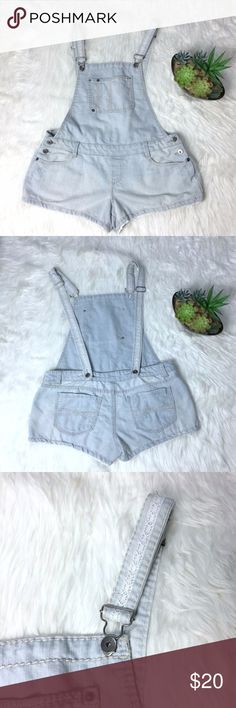 """MUDD Overall Shorts Material: 63% Cotton, 35% Polyester, 2% Spandex Condition: Pre-Owned, Great Condition, No Flaws.   Measurements (laying Flat)  *Measurements are approximate and for reference only*  Waist: 18"""" Rise: 9"""" Hip: 22"""" Inseam: 4"""" Leg Opening: 12""""  Please note that slight color difference should be acceptable due to the light and screen.  BIN4-169 Mudd Jeans Overalls"""