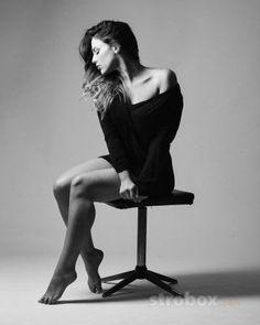 Fashion photo and lighting setup with Strip Softbox by Matan Eshel (1/160 sec., f/9, ISO: 100) strobox.com
