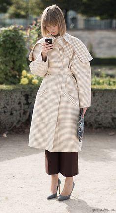 Checkered coat, cropped pants, pumps, colorful pouch / Garance Doré
