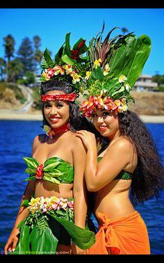 All Smiles en el Pacific Islander Festival - Voice of the Sea 2017 Hawaiian Woman, Hawaiian Girls, Hawaiian Dancers, Hawaiian Goddess, Polynesian Girls, Polynesian Dance, Polynesian Culture, Tahitian Dance, Tahitian Pearls