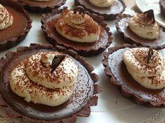 Čokoládové tartaletky Sweet Recipes, Healthy Recipes, Healthy Food, Cake Art, Pavlova, Food Art, Cheesecake, Deserts, Food And Drink