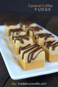 Is there anything better than an easy fudge recipe? No candy thermometer needed to make these 25 easy fudge recipes. Fudge is the perfect holiday food gift! Köstliche Desserts, Delicious Desserts, Dessert Recipes, Plated Desserts, Toffee, Coffee Fudge Recipes, Candy Recipes, Sweet Recipes, Fantastic Fudge Recipe