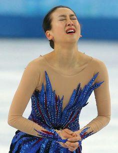 ソチ五輪は20日、フィギュアスケートの女子フリーが行われ、ショートプログラム(SP)で16位と出遅れた浅田真央が、トリプルアクセル(3回転半)などのジャンプを成功させ、フリーの自己最高得点を更新する142.71点、合計198.22点で6位に入賞した。  SPこそ失敗が相次いだ浅田...