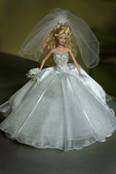 Wedding Gown for a Barbie Doll by KCKraftHouse on Etsy Barbie Bridal, Barbie Wedding Dress, Wedding Doll, Barbie Gowns, Barbie Dress, Barbie Clothes, Wedding Gowns, Bridal Dresses, Dress Up