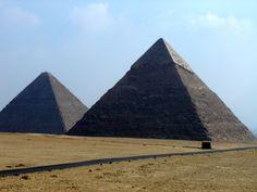 #magiaswiat #kair #egipt #podróż #zwiedzanie #afryka #blog #miasto #cytadela #giza #piramidy #sfinks #muzeum #kościół #koptyjski #meczet #alabastrowy #cytadela #wytwórniaperfum #memfis #suk #papirusy #saqqara Building, Blog, Travel, Viajes, Buildings, Blogging, Destinations, Traveling, Trips
