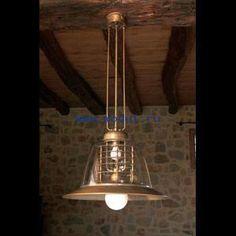 Подвесной светильник от фабрики Aldo Bernardi словно вернулся из прошлого, он вдохновлен интерьерами рыцарских замков. Светильник украсит загородный дом и окутает его таинственным светом.  Aldo Bernardi 12.010SONDER