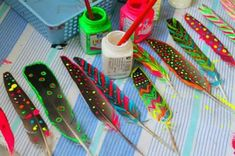 home Insanely Cute Traditional Decor Style Summer Crafts, Fun Crafts, Diy And Crafts, Arts And Crafts, Feather Painting, Feather Art, Diy For Kids, Crafts For Kids, Craft Projects