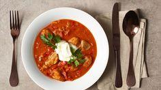 Vyzkoušejte recept Romana Pauluse na chutné a jednoduché krůtí maso na paprice. Najdete ho na našich stránkách kuchynelidlu.cz