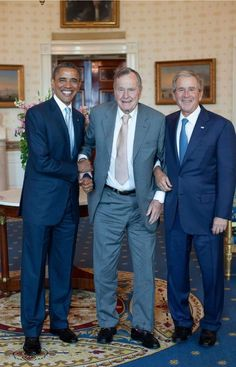 Former U. Presidents Barack Obama, George H. Bush and George Bush. How many people did these three kill in needless foreign interventions? Black Presidents, Greatest Presidents, American Presidents, American History, First Black President, Former President, Barak And Michelle Obama, Barack Obama Family, Obamas Family
