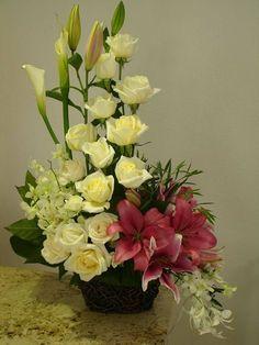 Christmas Centerpieces, Flower Centerpieces, Flower Decorations, Wedding Centerpieces, Rosen Arrangements, Funeral Flower Arrangements, Floral Arrangements, Church Flowers, Funeral Flowers