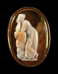Carved shell cameo, mounted in gold. Rome, Italy - 18th Century