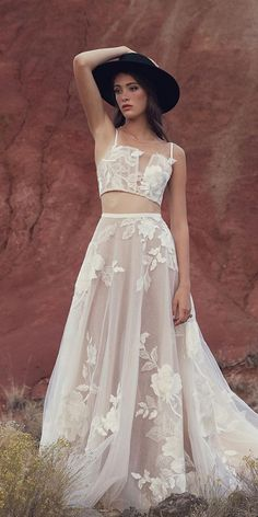 boho wedding dresses detached with spaghetti straps detached skirt hat 2019 willow bywatters Black Wedding Dresses, Boho Wedding Dress, Boho Dress, Bling Wedding, Wedding Bride, Wedding Flowers, Mode Hippie, Mode Boho, Ball Dresses