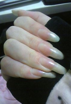 Nowadays women are now rising to simple nail polish. More vivid and self-evident natural nail designs and nail art are popular. Here are cute and easy to apply nail design ideas. Rounded Acrylic Nails, French Acrylic Nails, White Acrylic Nails, Elegant Nails And Spa, Long Natural Nails, Posh Nails, Nyc Nails, Natural Nail Designs, Clear Nails