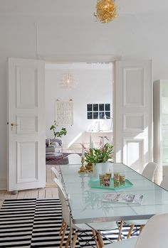 STOCKHOLM rug in dining area | Planete Deco