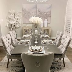 Dining Room Table Centerpieces, Dinning Room Tables, Elegant Dining Room, Luxury Dining Room, Dining Room Design, Dinning Room Ideas, Contemporary Dining Room Sets, Tufted Dining Chairs, Centerpiece Ideas