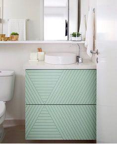 31 Ideas apartment bathroom colors mirror for 2019 Small Bathroom Layout, Modern Small Bathrooms, Bathroom Vanity Cabinets, Bathroom Furniture, Bathroom Styling, Bathroom Interior Design, Master Bathroom Shower, Coral Bathroom, Bathroom Showers