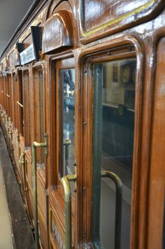pimpmybricks:  Metropolitan Line Carriage by minifig http://flic.kr/p/eNmK1C