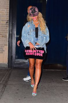 Queen Bey and her rap-mogul hubby love to dine out in New York City, and last night, her cheeky bag showed just how much.