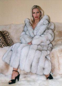 Fetish Fashion, Fur Fashion, Look Fashion, Winter Fashion, Womens Fashion, Scarlett Johansson, Fox Fur Coat, Fur Coats, Fabulous Furs