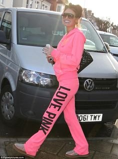 TOWIE star Chloe in PINK! She looks so cozy <3