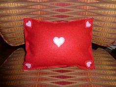 Easy Valentine felt cushion