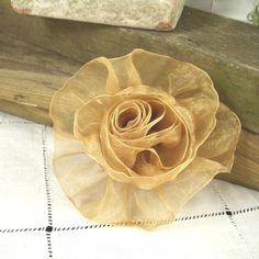 Items similar to Organza Rose in Gold - Handmade Ribbon Flower - Brooch, Pin, Hair Clip, Shoe Clips - Pick Your Color on Etsy Diy Ribbon Flowers, How To Make Paper Flowers, Organza Flowers, Organza Ribbon, Ribbon Work, Lace Flowers, Fabric Flowers, Flower Brooch, Brooch Pin