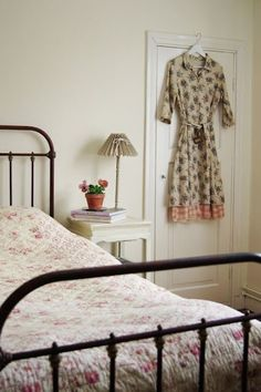 Vintage Country, Country Decor, Vintage Soul, Small Space Living, Living Spaces, Going Up The Country, Anne Of The Island, Boarding House, Upstairs Loft