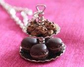 Sautoir plateau gourmand cookies et macarons : Collier par yunaki sur ALittleMarket