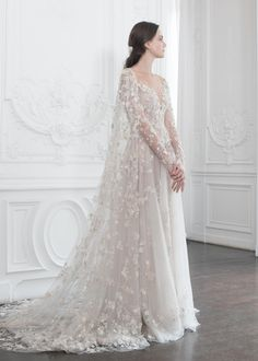 PSAW1923 Caped gown with three-dimensional floral embroidery