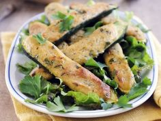 Zucchini mit Parmesancreme gefüllt ist ein Rezept mit frischen Zutaten aus der Kategorie Blütengemüse. Probieren Sie dieses und weitere Rezepte von EAT SMARTER!