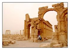 Porte de Palmyre - Palmyre, Hims, Syria. Incredible.