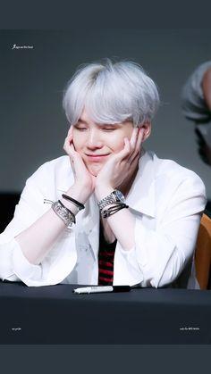 #wattpad #fanfic Donde Jimin adora no tan secretamente a su hyung.  • Fluff  • Yoonmin  • BoyxBoy  • Capítulos Cortos/ Drabbles  • No copias, ni adaptaciones. • Actualizaciones diarias.