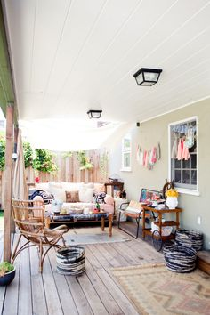 Outdoor space. Un espacio con sofá y sillón válido para exterior e interior