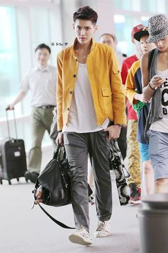 EXO-M kris spotted at Incheon airport last monday