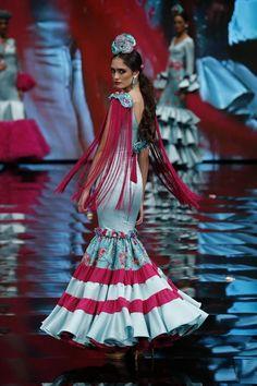 Insertado Flamenco Costume, Flamenco Dancers, Costumes Around The World, Dance Dresses, Flamenco Dresses, Frocks, Crochet, Glamour, Instagram
