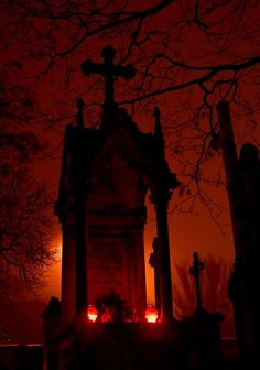 creepy tombstone with great lighting Dark Gothic, Gothic Art, Dark Side, Haunted Images, Scary, Creepy, Amoled Wallpapers, Old Cemeteries, Graveyards