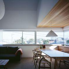 既成品のアルミサッシも、大らかに構成することによって印象を変えることができる (山手町の家)