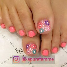 Looking for new and creative toe nail designs? Let your pedi always look perfect. We have a collection of wonderful designs for your toe nails that will be appropriate for any occasion. Be ready to explore the beauty and endless creativity of nail art! Pretty Toe Nails, Cute Toe Nails, Fancy Nails, Diy Nails, Gel Toe Nails, Coral Toe Nails, Toe Nail Polish, Flower Toe Nails, Acrylic Nails
