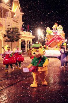 Disneyland Paris Christmas Parade Backstage